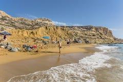 Matala, красный пляж стоковое изображение rf