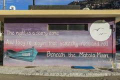 Matala, Crete 18-12-2018 Pintura de pared en Matala donde hippies vivos crete imagen de archivo