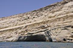 Matala, le 4 septembre : Caverne sur les roches sur la plage célèbre de Matala de hippies sur l'île de Crète photo stock