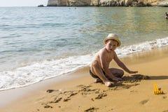 Matala röd strand arkivfoto