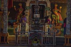 MATALE, ШРИ-ЛАНКА - МАРТ 2013: Интерьер виска Sri Muthumariamman стоковые изображения