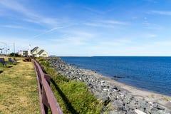 Matane圣劳伦斯河海岸视图在夏天 库存图片