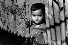 Matar al niño de la muchacha en la India Foto de archivo