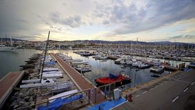 Mataro, Испания - 19-ое мая 2019: Взгляд порта на заходе солнца видеоматериал