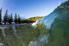 Matauri海湾波浪,北国, NZ 免版税库存图片