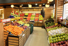 Matavdelning i supermarket Royaltyfri Bild