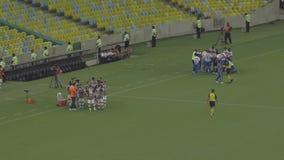 Match au stade de football de Maracana banque de vidéos