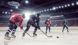 Match d'hockey à la piste Media mélangé Photo libre de droits