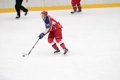 Match d'hockey dans le palais de glace de Vityaz Image stock