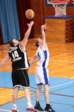 MATCH DE BASKET Photos libres de droits