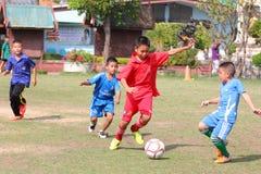 match de football de la jeunesse, dans les écoles primaires Photo libre de droits