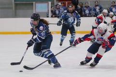 Match de hockey sur glace de femmes Dinamo St Petersburg contre Biryusa Krasnoïarsk Photos libres de droits