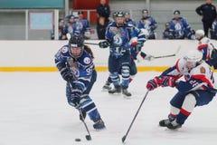 Match de hockey sur glace de femmes Dinamo St Petersburg contre Biryusa Krasnoïarsk Photographie stock libre de droits