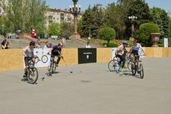 Match för demonstrationscykelpolo på händelsen royaltyfri foto