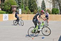 Match för demonstrationscykelpolo på händelsen arkivbild