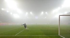Match i den starka dimman. Royaltyfri Fotografi