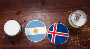 Match-Kalender des Weltcup-2018, Bier Mats Concept Flyer Background Argentinien gegen Island stockfoto