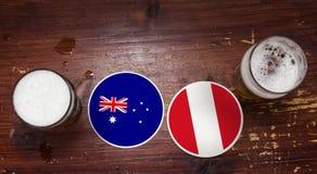 Match-Kalender des Weltcup-2018, Bier Mats Concept Flyer Background Australien gegen peru lizenzfreie stockbilder