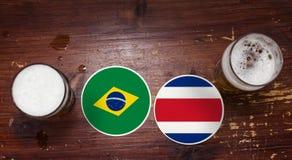 Match-Kalender des Weltcup-2018, Bier Mats Concept Flyer Background Brasilien gegen Costa Rica lizenzfreies stockfoto