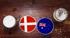 Match-Kalender des Weltcup-2018, Bier Mats Concept Flyer Background Dänemark gegen australien Lizenzfreie Stockbilder