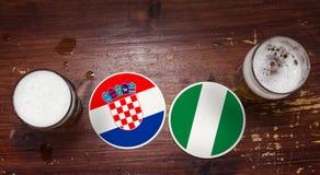 Match-Kalender des Weltcup-2018, Bier Mats Concept Flyer Background Kroatien gegen Nigeria stockfoto