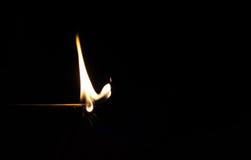 Match på brand med svart bakgrund Arkivbilder
