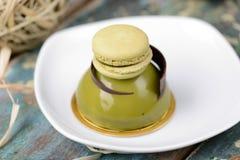 Matcha圆顶用蛋白杏仁饼干点心 免版税库存图片