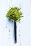 Matcha grönt te på skeden Fotografering för Bildbyråer