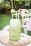 Matcha mjölkar grönt te med Arkivfoton