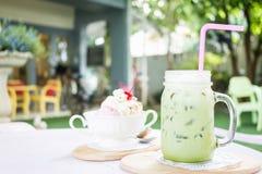 Matcha mjölkar grönt te med Fotografering för Bildbyråer