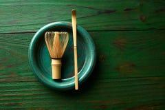 Matcha-Teebambus wischen chasen und löffeln Lizenzfreie Stockfotografie