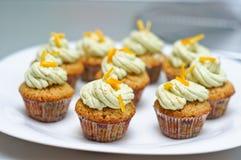Matcha and vanilla cupcakes Royalty Free Stock Photos