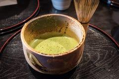 Matcha zielona herbata w ceramicznej filiżance japońska zielona herbata fotografia stock