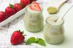 Matcha zielonej herbaty chia ziarna pudding, deser z świeżą mennicą i Zdjęcie Royalty Free