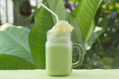 Matcha zielonej herbaty smoothie whiped kremowa polewa Zdjęcia Stock