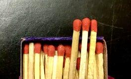 Matchs dans la boîte d'allumettes Photo stock