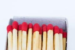 Matchs dans la boîte sur le fond blanc Image stock