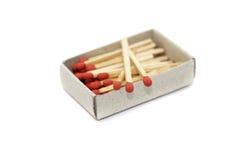 Matchstick in lucifersdoosje op wit wordt geïsoleerd dat Royalty-vrije Stock Foto