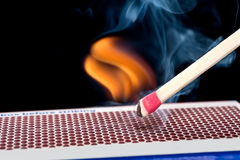 Matchstick op brand stock foto