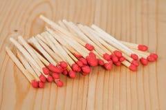Matchsticks över trä Arkivfoto