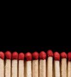 Matchsticks auf Schwarzem stockbild
