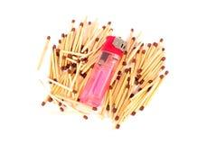 Matchsticks en aansteker stock foto's
