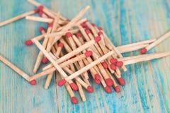 Matchsticks nad drewnianym tłem Obraz Stock