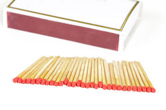 Matchsticks och ask på isolerad bakgrund Royaltyfria Bilder