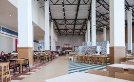 Matdomstol på en köpcentrum Ambar Arkivbild