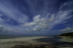 Matecumbe key ocean. Matacumbe key low tide with great skies. low hanging streaming clouds against blue skies Stock Photos