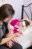 Mateczny problem z chorym dzieckiem Obrazy Stock