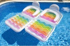 piscine de matelas d 39 air illustration de vecteur image 52609505. Black Bedroom Furniture Sets. Home Design Ideas