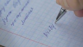 Matemática, close-up das equações homework Resolvendo o problema matemático O estudante resolve a equação no papel imagens de stock royalty free