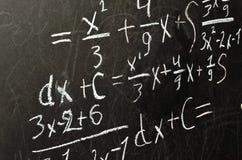 Matematiklösning på svart tavla Fotografering för Bildbyråer
